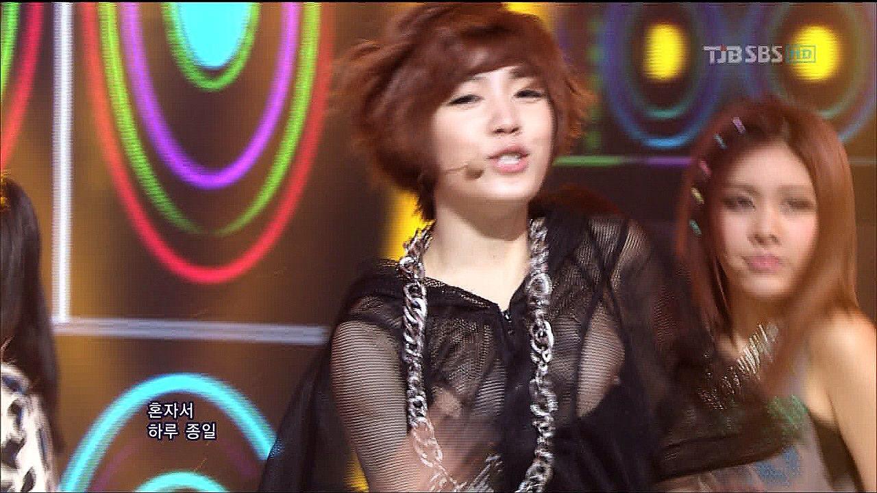 K-POPの乳首ポロリのおっぱいエロ画像