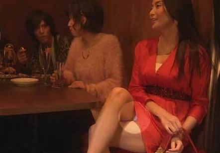 橋本マナミのドラマでしっかりパンチラを披露