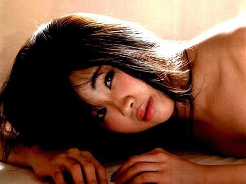 青山真麻(袴田吉彦の不倫相手)のエロすぎるおっぱい!!!FRIDAYでセミヌードを披露「こりゃ我慢できんわ」