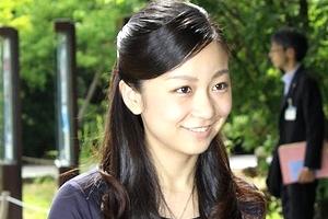 【エロ画像】佳子さまの写真集キタ――(゚∀゚)――☆☆お乳とかパンチラとかある?