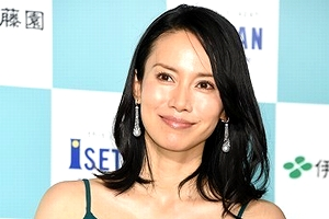 【エロ画像44枚】仲谷美紀のおっぱい使用した濡れ場とパンチラを堪能【永久保存版】