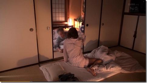 【明日花キララ】一宿一飯の恩義でおじさんを寝取り、繋がったままAVだとネタばらしする噂の美人女優02