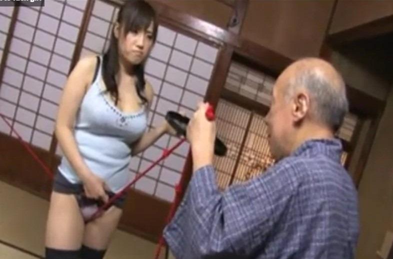 (長澤あずさ)義パパに股縄指導される神乳ドすけべヨメ、近所の徘徊爺さんも加わってサンピーナカ出しファック