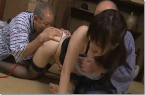 【長澤あずさ】義父に股縄調教される神乳ドスケベ嫁、近所の徘徊老人も加わって3P中出しファック02
