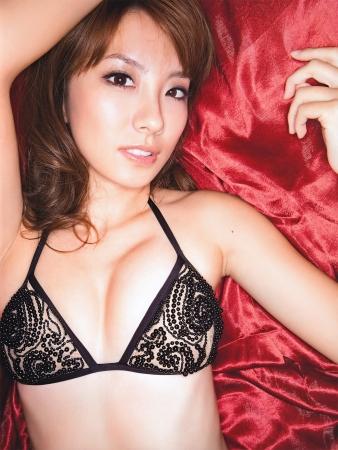 山本梓 グラビア時代のエロカワ水着&下着おっぱいセクシー画像