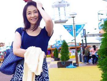 [熟女散歩]『ダメ…ダメ(*ノωノ)』美しい奥様をキス連発でその気にさせ…50歳の素敵なマダムとエッチなDATE!