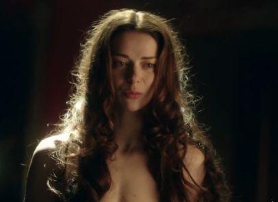 マリーナ・アレクサーンドロヴァ 裸体で誘惑しようとした濡れ場