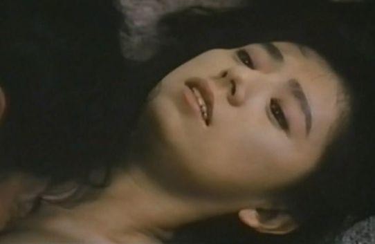【朝加真由美】服が破れて胸の谷間が露わになった濡れ場