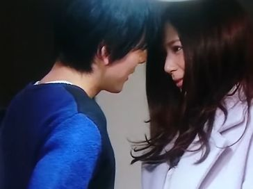 【西内まりや】上目遣いでキスを催促されるラブシーン
