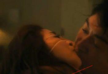 【荻野目慶子】探り合うようなキスを始める濡れ場
