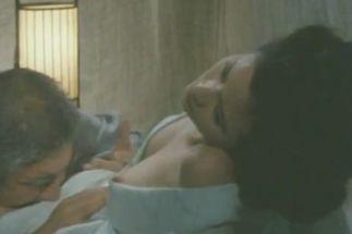【小柳ルミ子】乳首がはみ出た濡れ場