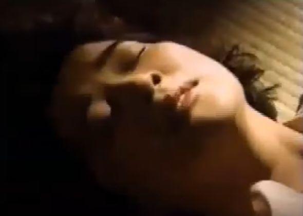 【桜田淳子】愛おしそうに見つめる濡れ場
