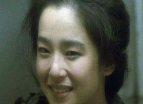 【田中裕子】覆いかぶさるようにキスをした濡れ場