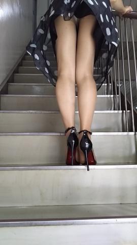 階段に溢れるパ○チラのエ□さはオチンチンへの血がみなぎる件wwwwwwwwwwwwww