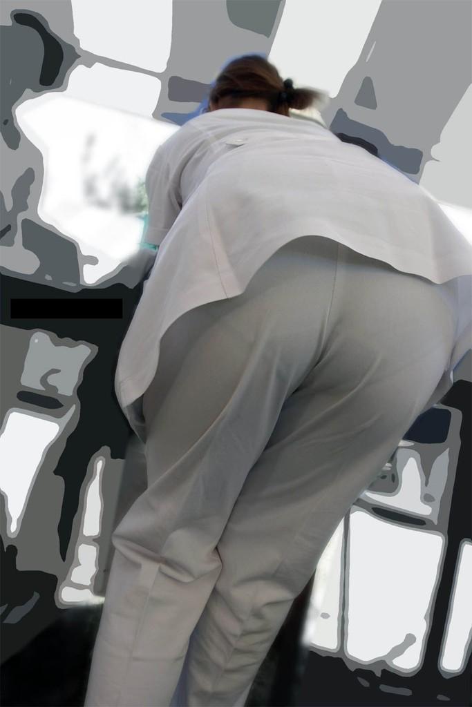 看護師さん達の白衣考えた奴は透けパンツ丸見えも考慮して作ったのか