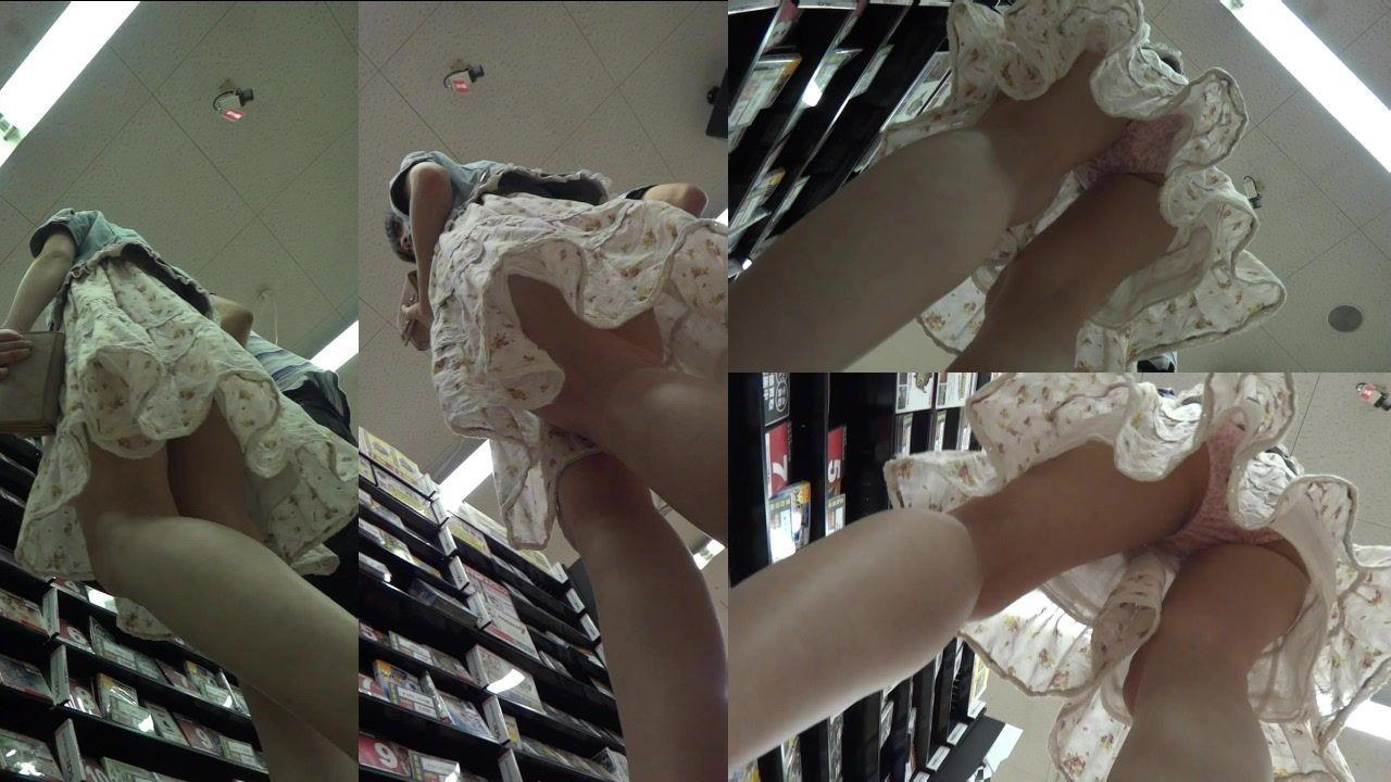 店内で収録されたミニスカシロウトさん達のパンツ丸見え写真