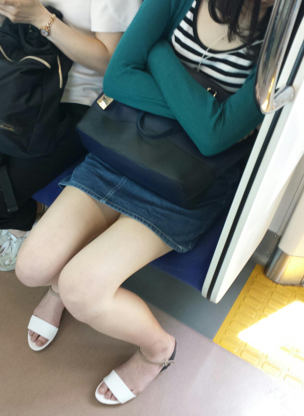 通勤中に見るシロウトの太ももにおっきしそう