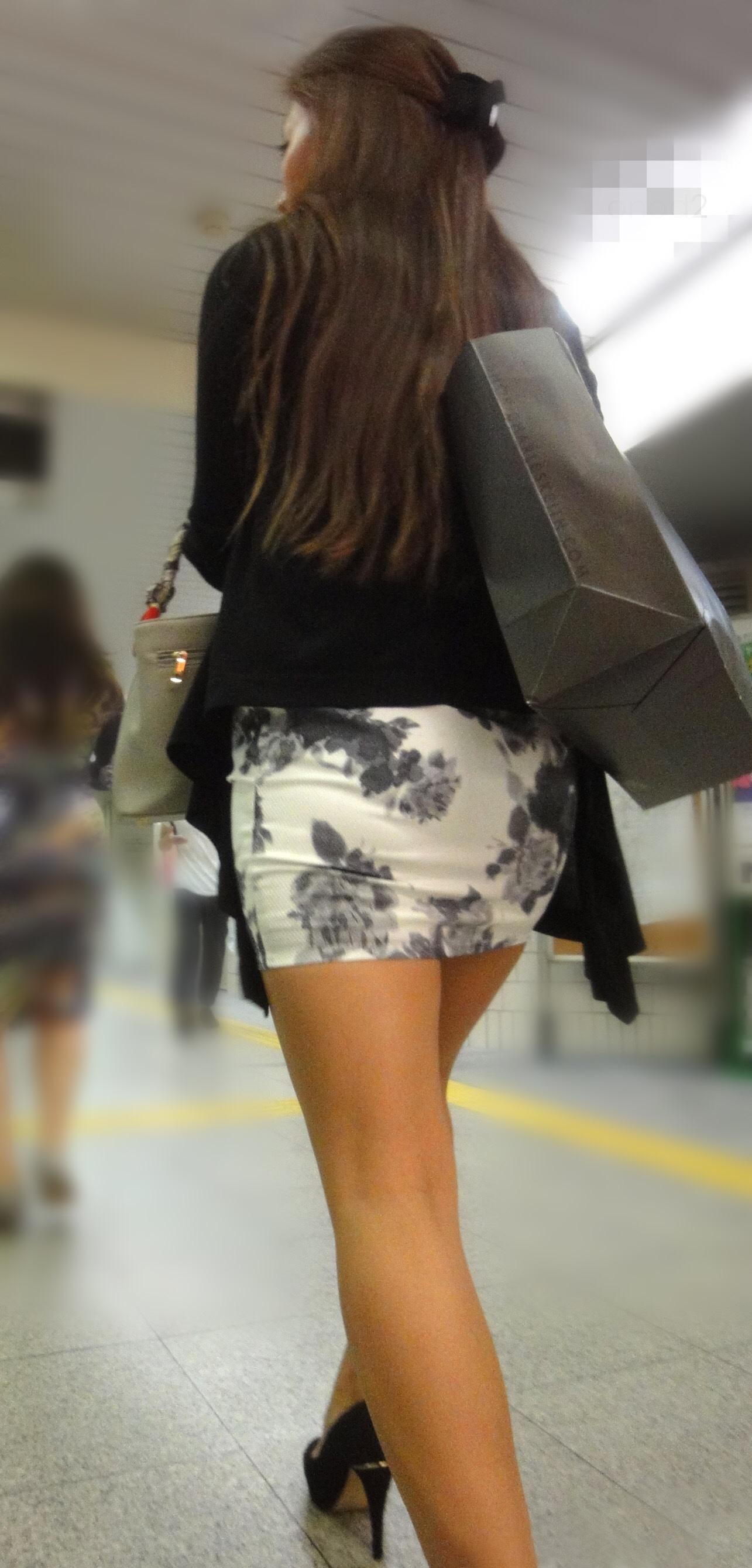 女のえろさを最大限に引き出すタイトミニスカ写真