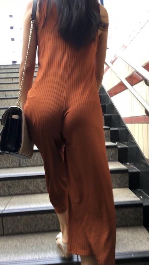 TBACK履いてる事が丸分かりなシロウトの透けパンツ丸見え写真