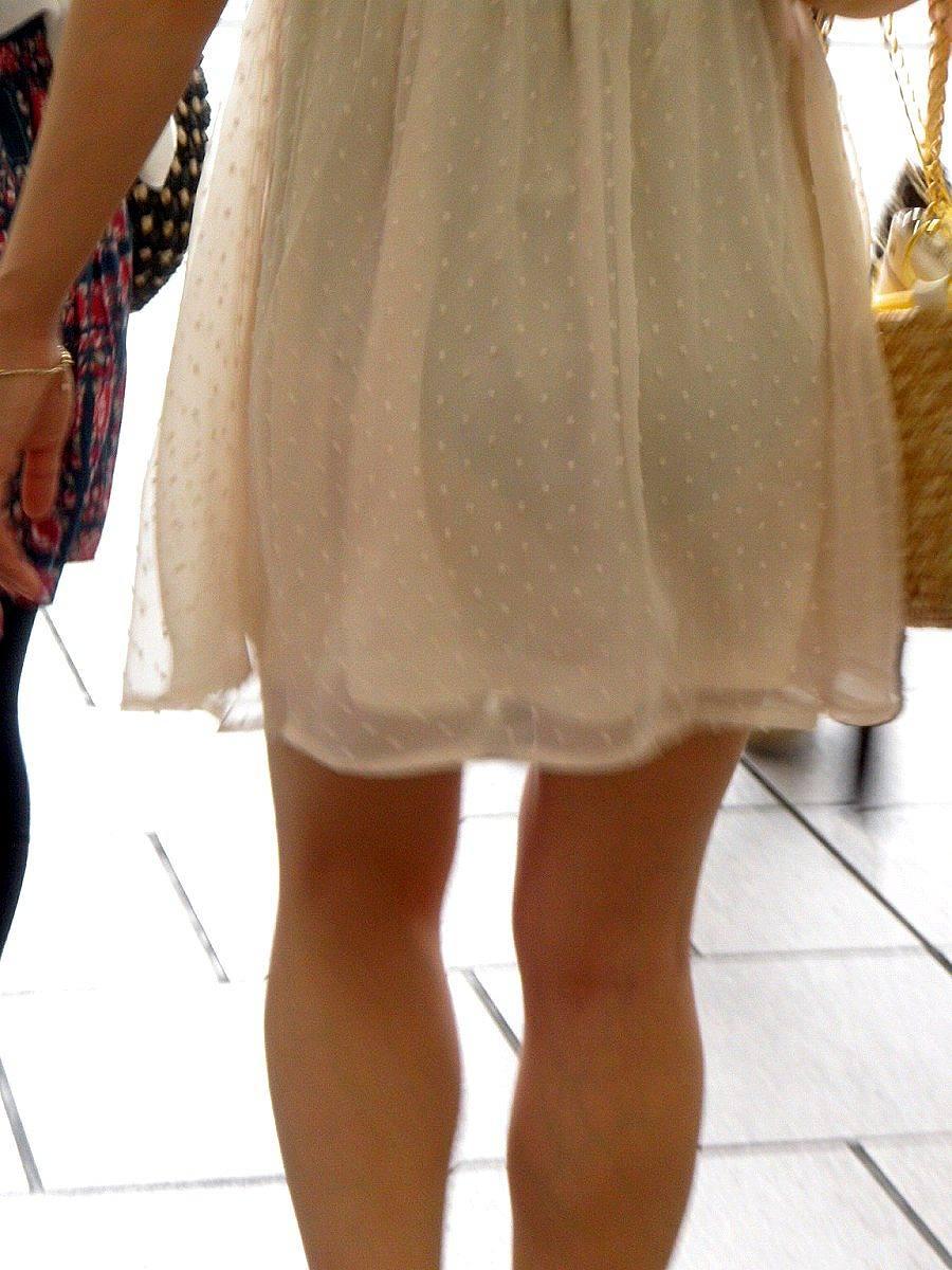こんなパンツ透け透けで歩いてる女なんて…本当にいてビビった