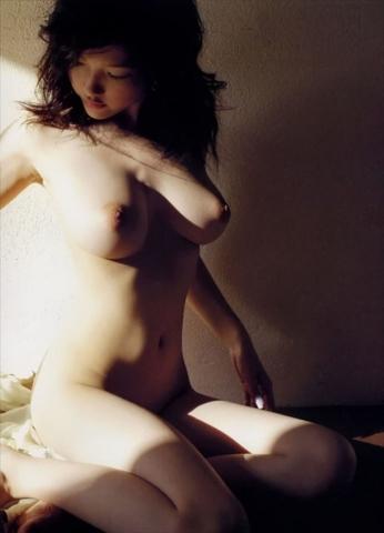 かでなれおん ヌード画像54枚!全裸乳首丸見え&ヘア●ード写真集がエ□すぎるww