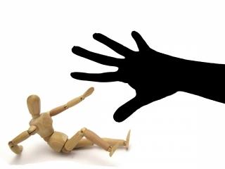 危惧する魔の手。