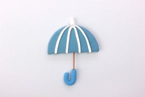 お気に入りの傘を差す