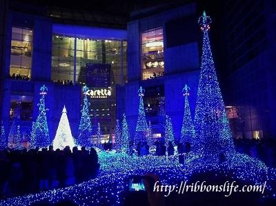 電通前のクリスマスツリー