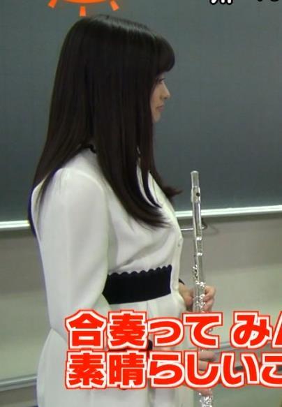 橋本環奈 映画の宣伝でフルートを吹く