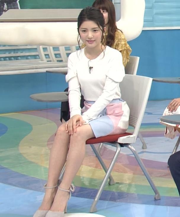 川島海荷 ミニスカの脚がかなりきれい