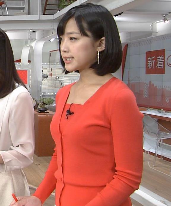 竹内由恵アナ 胸のふくらみを横から見る