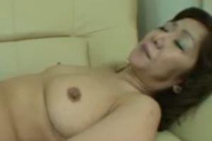 【無修正】50代セックスレス気味な熟女のおまんこ膣内射精の無料裏ビデオ動画