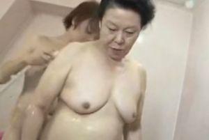 【無修正】60代完熟熟女のいやらしいさ爆発する無料urabideo動画