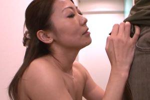 (モザ無)30代美人妻の剃毛からケツの穴姦までやる無料裏ビデオムービー