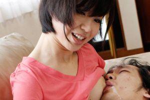モデルお母ちゃんのお乳チューチュー吸いつく無料人妻ヒトヅマ母乳ムービー