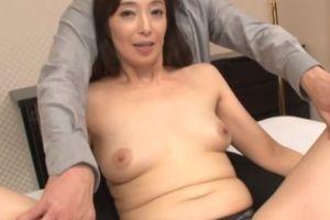 50代セレブマダムがおまんこクパッと開く無料熟女エロ動画