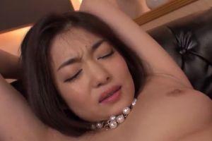 【無修正】エロ熟女のクリトリスをローター刺激でアクメ昇天させる無料裏ビデオ動画