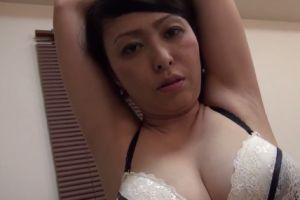 【無修正】40代巨乳奥様にご奉仕してもらう無料熟女中出し動画