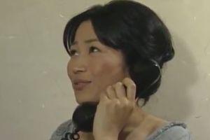 ヘンリー塚本 自宅に呼んだ医者と人妻がまぐわう無料熟女エロ動画