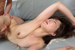 40代義母と体を交える無料人妻SEXムービー