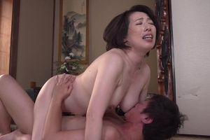 50代純白むっちり人妻母の体にムラムラしたムスコと体を重ねる無料omannkoムービー
