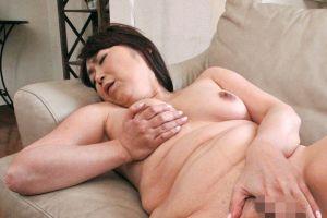 50代人妻母のおまんちょにしっかり膣内内射精の無料人妻ヒトヅマナカ出しムービー