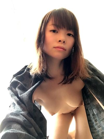日本の素人美女の自分撮りヌード画像 10