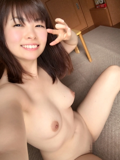 日本の素人美女の自分撮りヌード画像 22