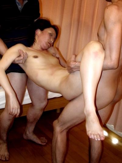 泥酔しちゃってる素人女性のセクシー画像 5