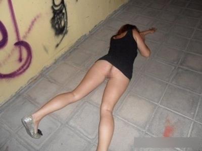 泥酔しちゃってる素人女性のセクシー画像 20