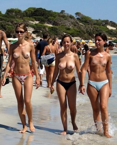ヌーディストビーチにいた美女のヌード画像 1