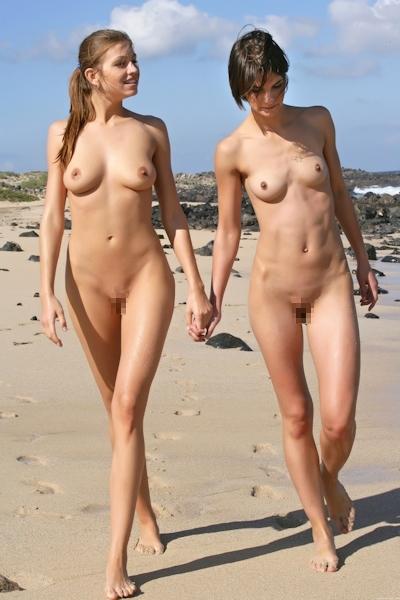 ヌーディストビーチにいた美女のヌード画像 14