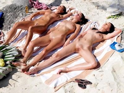 ヌーディストビーチにいた美女のヌード画像 21