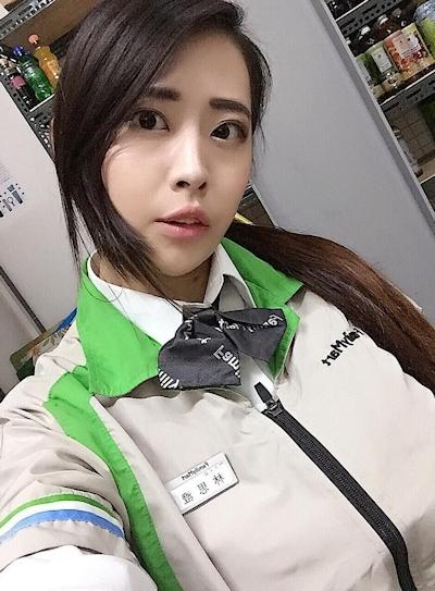 台湾のファミリーマートの爆乳店員 3